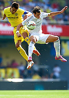 VILLARREAL, SPAIN - SEPTEMBER 27: Bruno Soriano (L) of Villarreal competes for the ball with Gareth Bale of Real Madrid during the La Liga match between Villarreal CF and Real Madrid at El Madrigal on September 27, 2014 in Villarreal, Spain.  (Photo by Manuel Queimadelos Alonso/Getty Images)