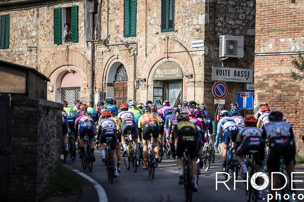 Peloton rolling through an Italian village<br /> <br /> 7th Strade Bianche Women Elite <br /> Siena > Siena 136km<br /> <br /> ©RhodePhoto