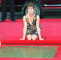 7/9/2007 Susan Sarandon's hand/footprint ceremony at the Chinese Theater