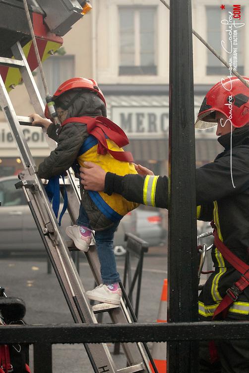 Journées de la Sécurité Intérieure 2012 organisées sur la Seine à Conflans Sainte Honorine (Yvelines).<br /> Démonstrations sur la Seine des sapeurs-pompiers du SDIS78, de la Gendarmerie fluviale et des Formations Aériennes de Gendarmerie.