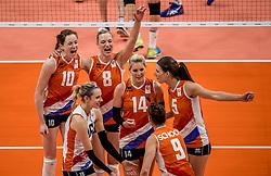 16-08-2016 BRA: Olympic Games day 11, Rio de Janeiro<br /> De Nederlandse volleybalsters staan in de olympische halve finales. In een overtuigende wedstrijd, waarin alleen de derde set werd verloren, was Oranje te sterk voor Zuid-Korea: 25-19, 25-14, 23-25 en 25-20. / Myrthe Schoot #9, Judith Pietersen #8, Robin de Kruijf #5, Laura Dijkema #14, Lonneke Sloetjes #10, Debby Stam-Pilon #16