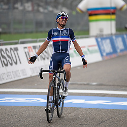 27-09-2020: wielrennen: WK weg mannen: Imola<br /> Julien Alaphilippe Worldchampion Men27-09-2020: wielrennen: WK weg mannen: Imola<br /> Julian Alaphillipe world champion road in Imola Italy. 2nd Wout van Aert (Belgium) and 3th Mark Hirschi (Switserland)