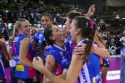 11-05-2017 ITA: Finale Liu Jo Modena - Igor Gorgonzola Novara, Modena<br /> Novara heeft de titel in de Italiaanse Serie A1 Femminile gepakt. Novara was oppermachtig in de vierde finalewedstrijd. Door een 3-0 zege is het Italiaanse kampioenschap binnen. / DONA MELISSA, CHIRICHELLA CRISTINA, Judith Pietersen #8<br /> <br /> ***NETHERLANDS ONLY***