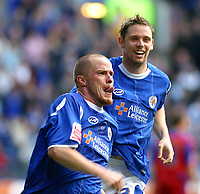 Photo: Dave Linney.<br />Leicester City v Crystal Palace. Coca Cola Championship. 21/10/2006Leicester Citys .Iain Hume(L) celebrates after making it 1-1 from the penalty spot.