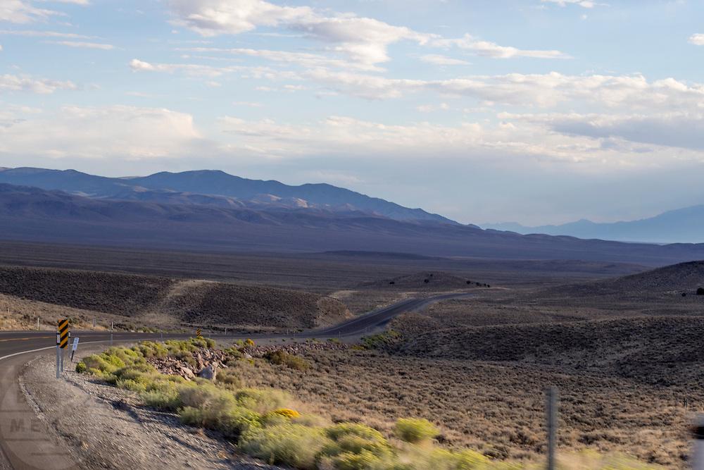 Woestijnlandschap tussen Ely en Austin, Nevada.<br /> <br /> The desert between Ely and Austin, Nevada.