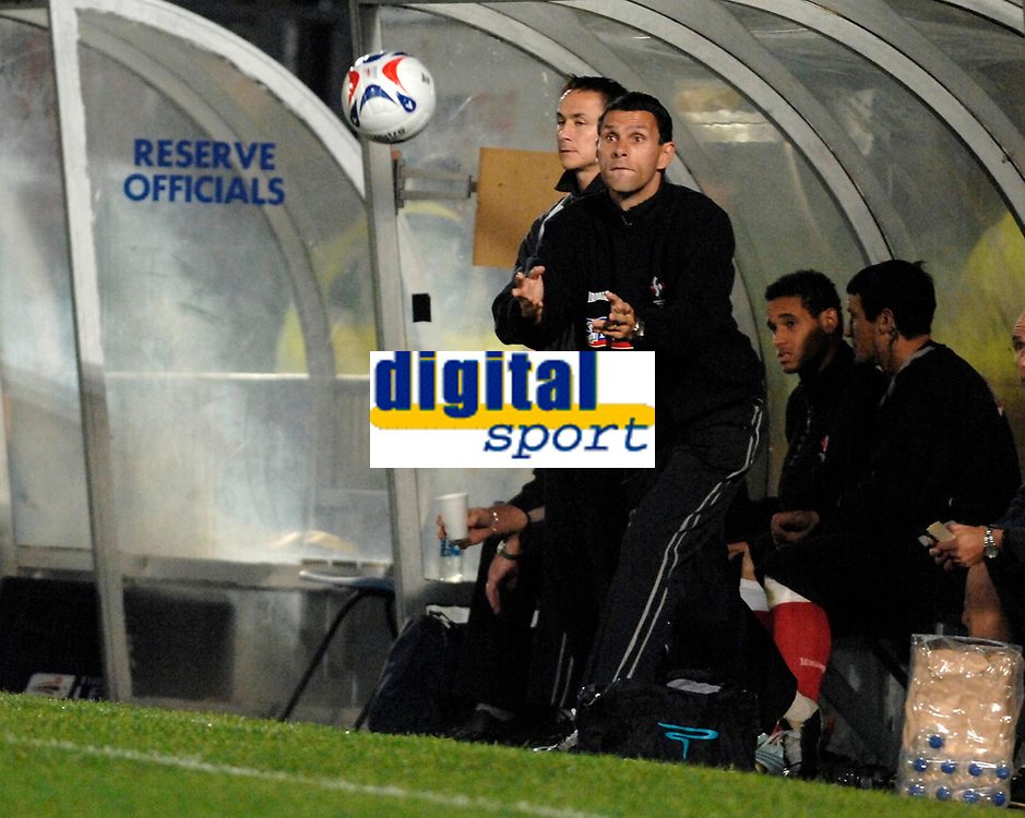 Photo: Richard Lane.<br />Wycombe Wanderers v Swindon Town. Johnstone's Paint Trophy. 17/10/2006. <br />Swindon assistant manager, Gus Poyet.
