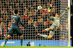 19.02.2014, Emirates Stadion, London, ENG, UEFA CL, FC Arsenal vs FC Bayern Muenchen, Achtelfinale, im Bild Arsenal's Lukasz Fabianski concedes, goal // Arsenal's Lukasz Fabianski concedes, goal during the UEFA Champions League Round of 16 match between FC Arsenal and FC Bayern Munich at the Emirates Stadion in London, Great Britain on 2014/02/19. EXPA Pictures © 2014, PhotoCredit: EXPA/ Mitchell Gunn<br /> <br /> *****ATTENTION - OUT of GBR*****