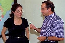 A Secretária de Estado das Minas e Energia do Governo Olívio Dutra, Dilma Rousseff recebe a visita do deputado estadual Vieira da Cunha em, 18/01/1999. FOTO: Sérgio Néglia/Preview.com