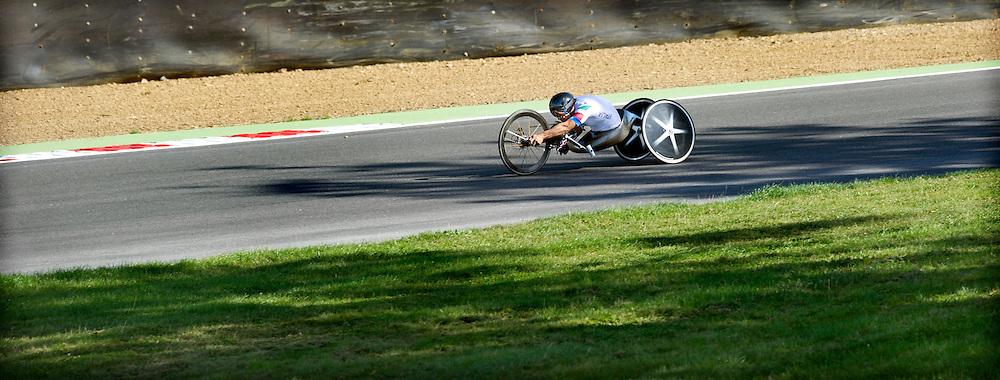 Engeland, Brands Hatch, 05-09-2012.<br /> Paralympische Spelen.<br /> Wielrennen, Weg, Tijdrit, Mannen, Individueel H4.<br /> Alessandro Zanardi uit Italie, de voormailig autocoureur die nog geraced heeft op dit circuit van Brands Hatch, op weg naar goud.<br /> Foto : Klaas Jan van der Weij