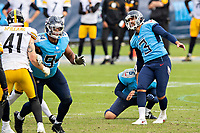NASHVILLE, TN - OCTOBER 25:  Stephen Gostkowski #3 of the Tennessee Titans watches his missed game tying field goal in the second half of a game against the Pittsburgh Steelers at Nissan Stadium on October 25, 2020 in Nashville, Tennessee.  The Steelers defeated the Titans 27-24.  (Photo by Wesley Hitt/Getty Images) *** Local Caption *** Stephen Gostkowski