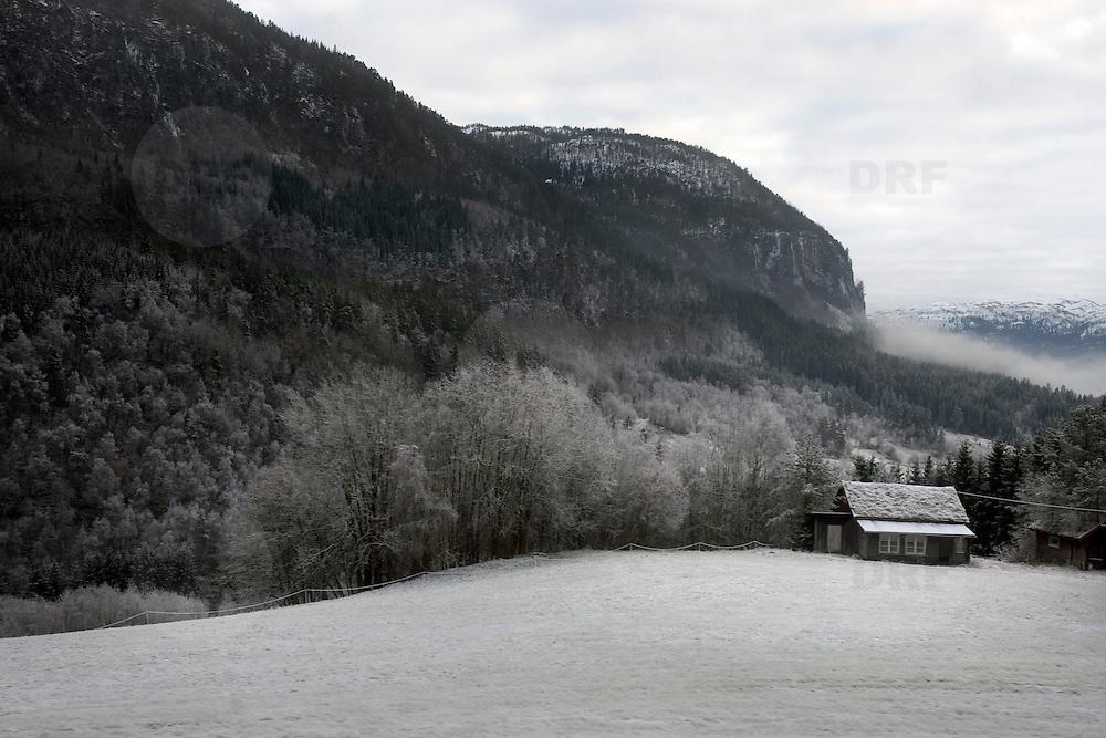 Noorwegen Gol 29 december 2008 20081229 Foto: David Rozing .Uitzicht vanuit trein, treintraject Oslo Bergen.view from train going from Oslo to Bergen..Foto: David Rozing