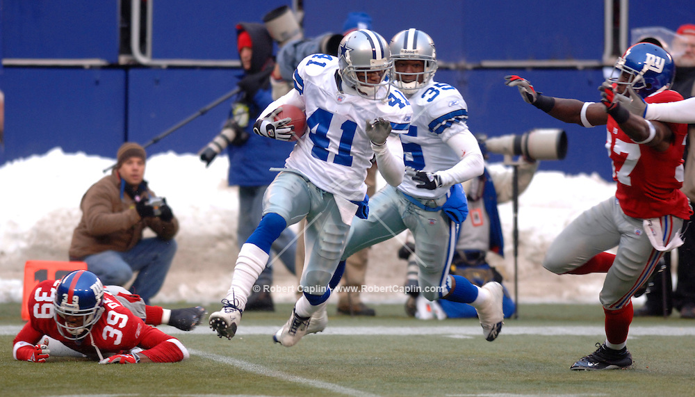 .Dallas' Terence Newman intercepts the ball in the second half of the New York Giants vs Dallas Cowboys match-up at Giants Stadium, Sunday, December 4, 2005.  (Robert Caplin for The New York Times)....