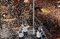 05.06.2010, Rathaus, Kiel, GER, 1. HBL, Champions Party THW Kiel, im Bild Die Zuschauer auf dem Kieler Rathausplatz jubeln der Mannschaft zu   EXPA Pictures © 2010, PhotoCredit: EXPA/ nph/  Frisch / SPORTIDA PHOTO AGENCY