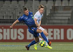 Stephan Petersen (HB Køge) og Callum McCowatt (FC Helsingør) under kampen i 1. Division mellem HB Køge og FC Helsingør den 4. december 2020 på Capelli Sport Stadion i Køge (Foto: Claus Birch).