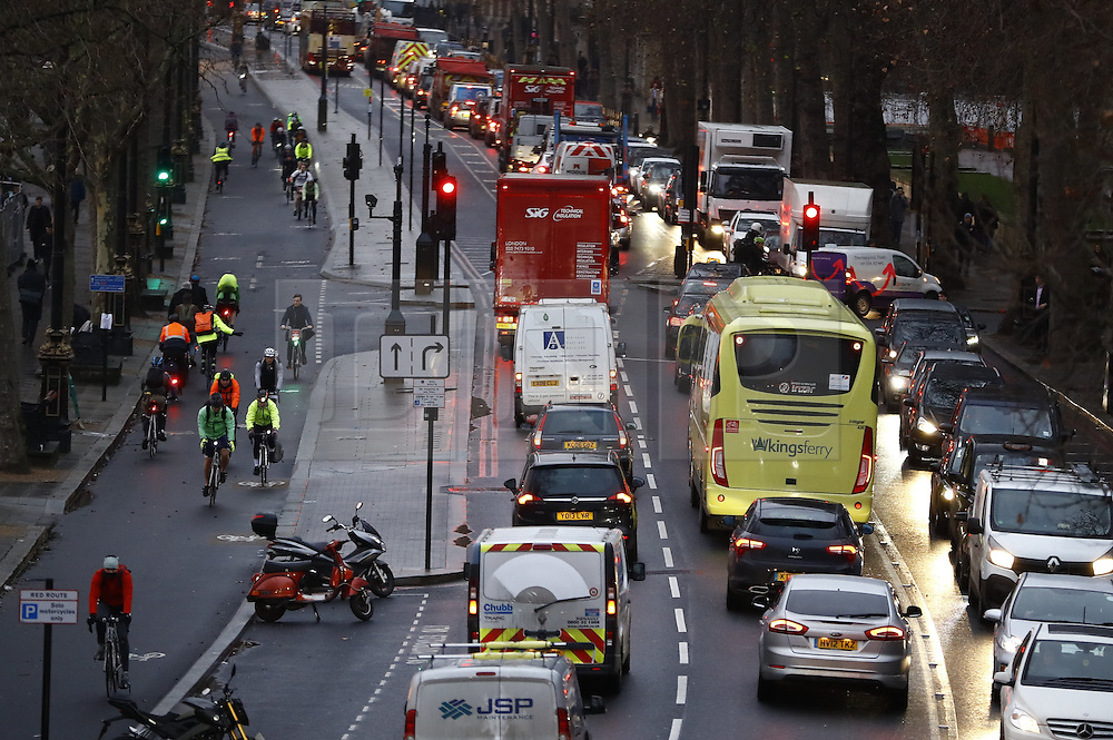 © Licensed to London News Pictures. 09/01/2017. London, UK. Traffic builds up on Embankment as a 24 hour London Underground tube strike takes hold.  All Zone one tube stations are closed until 6PM tonight after members of the RMT and the Transport Salaried Staffs' Association unions walked out after talks with TFL collapsed.  Photo credit: Peter Macdiarmid/LNP