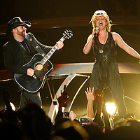 MINNEAPOLIS, MN - MAY 7: Lead singer Jennifer Nettles and guitarist Kristian Bush of the band Sugarland perform during their Incredible Machine Tour at Target Center on May 7, 2011 in Minneapolis, Minnesota.  (Photo by Adam Bettcher/Getty Images) *** Local Caption *** Jennifer Nettles, Kristian Bush