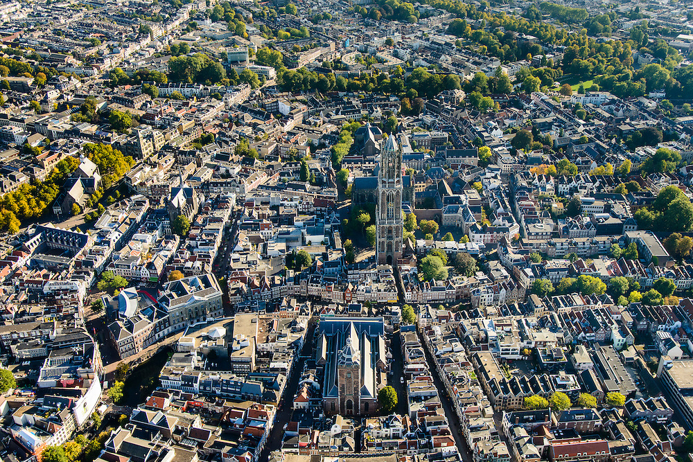 Nederland, Utrecht, Gemeente Utrecht, 30-09-2015; de Utrechtse binnenstad,  Domplein met Domtoren en Domkerk. Buurkerk in de voorgrond. Vismarkt, Oudegracht.<br /> Downtown Utrecht and city centre.<br /> luchtfoto (toeslag op standard tarieven);<br /> aerial photo (additional fee required);<br /> copyright foto/photo Siebe Swart