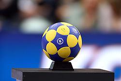 11-04-2015 NED: PKC SWKgroep - TOP Quoratio, Rotterdam<br /> Korfbal Leaguefinale in een volgepakt Ahoy wordt gewonnen door PKC met 22-21 / Korfbal bal