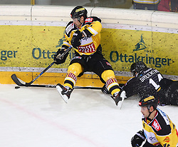02.02.2016, Albert Schultz Eishalle, Wien, AUT, EBEL, UPC Vienna Capitals vs Dornbirner Eishockey Club, Platzierungsrunde, im Bild Jonathan Ferland (UPC Vienna Capitals) und Kyle Greentree (Dornbirner EC) // during the Erste Bank Icehockey League placement round match between UPC Vienna Capitals and Dornbirner Eishockey Club at the Albert Schultz Ice Arena, Vienna, Austria on 2016/02/02. EXPA Pictures © 2016, PhotoCredit: EXPA/ Thomas Haumer