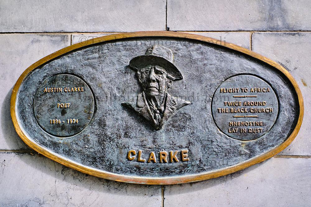 République d'Irlande, Dublin, plaque commemorative des grands écrivains irlandais dans les jardins de la cathedrale Saint Patrick, Clarke // Republic of Ireland; Dublin, famous irish writer memorial in Garden of St Patrick's Cathedral, Clarke