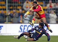 Fotball<br /> Lens v Lyon<br /> 28. februar 2004<br /> Foto: Digitalsport<br /> Norway Only<br /> <br /> RIGOBERT SONG (LENS) / VIKASH DHORASOO (LYON)  *** Local Caption *** 40001060