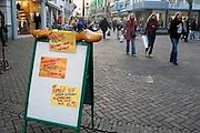 Duitsland, Kleef, 22-12-2007..Reclame van een viswinkel in het centrum van Kleef, vlak over de grens bij Nijmegen, van een vishandel uit Spakenburg Nederland. ..Foto: Flip Franssen/Hollandse Hoogte