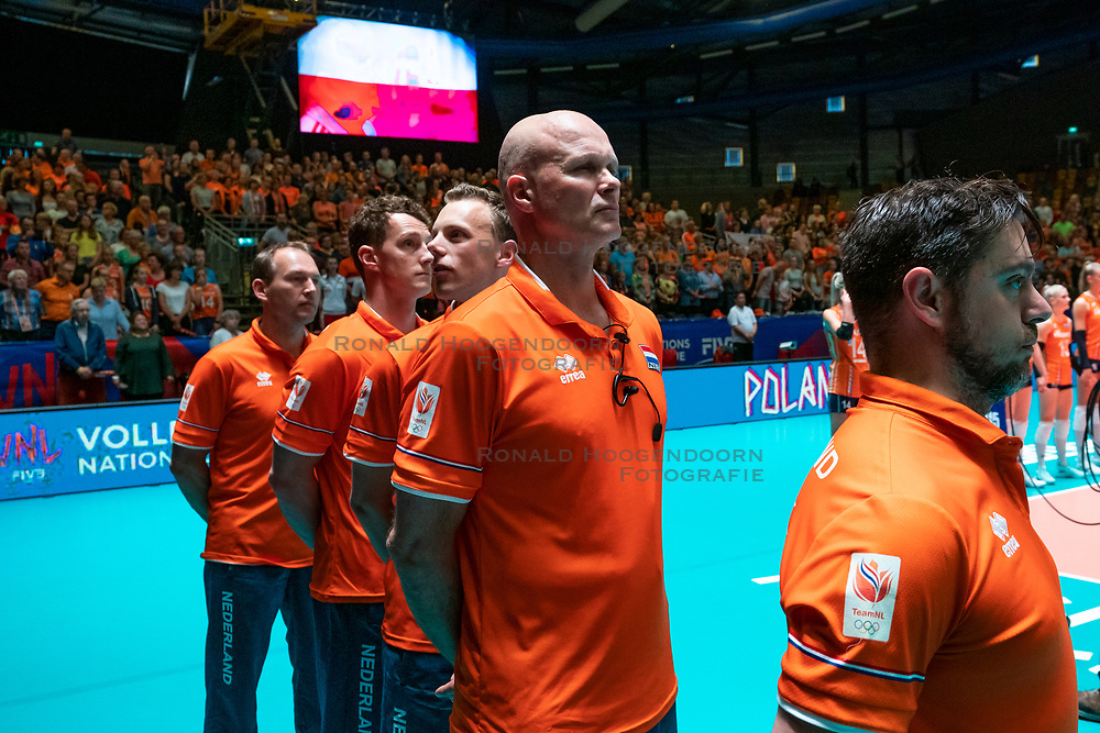 30-05-2019 NED: Volleyball Nations League Netherlands - Poland, Apeldoorn<br /> Ass coach Alessandro Beltrami of Netherlands, Ass coach Marko Klok of Netherlands
