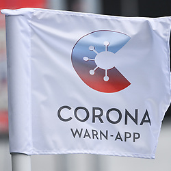 Eckball-Fahne mit Corona Warn-App Logo.<br /> <br /> Sport: Fussball: 1. Bundesliga: Saison 19/20: 33. Spieltag: TSG 1899 Hoffenheim - 1. FC Union Berlin, 20.06.2020<br /> <br /> Foto: Markus Gilliar/GES/POOL/PIX-Sportfotos<br /> <br /> Foto © PIX-Sportfotos *** Foto ist honorarpflichtig! *** Auf Anfrage in hoeherer Qualitaet/Aufloesung. Belegexemplar erbeten. Veroeffentlichung ausschliesslich fuer journalistisch-publizistische Zwecke. For editorial use only. DFL regulations prohibit any use of photographs as image sequences and/or quasi-video.