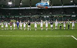 30.10.2010, Volkswagen Arena, Wolfsburg, GER, FBL, VfL Wolfsburg vs VfB Stuttgart, im Bild Die Wolfsburger Mannschaft bedankt sich bei Ihren Fans.EXPA Pictures © 2010, PhotoCredit: EXPA/ nph/  Schrader+++++ ATTENTION - OUT OF GER +++++