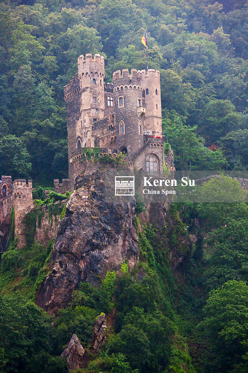 Sooneck Castle above river Rhine, Upper Middle Rhine Valley (UNESCO World Heritage site), Nieder-heimbach, Germany