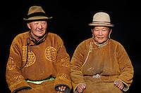 Mongolie. Province de Tov. Couple de nomades mongols. // Mongolia. Tov province. Mongolian couple.