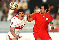Fotball<br /> Bundesliga <br /> 10.01.2007<br /> Foto: Witters/Digitalsport<br /> NORWAY ONLY<br /> <br /> v.l. Mario Gomez, Mahammad Nosrati Iran<br /> Fussball Dubai Challenge 2007 Iran - VfB Stuttgart