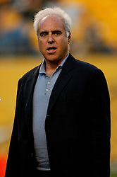 Pittsburgh, PA - PITTSBURGH - AUGUST 8: Eagles' chairman/CEO Jeffrey Lurie walks off the field before the game against the Pittsburgh Steelers on August 8, 2008 at Heinz Field in Pittsburgh, Pennsylvania. The Steelers won 16-10. (Photo by Brian Garfinkel)