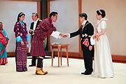 De Japanse keizer Naruhito heeft officieel de troon aanvaard en de belofte afgelegd dat hij zijn plicht als symbool van de staat zal vervullen. De 59-jarige Naruhito deed dat in een eeuwenoude ceremonie in de belangrijkste zaal van het keizerlijke paleis in Tokio in aanwezigheid van staatshoofden en gasten uit meer dan 180 landen.<br /> <br /> The Japanese emperor Naruhito has officially accepted the throne and made the promise that he will fulfill his duty as a symbol of the state. The 59-year-old Naruhito did that in an ancient ceremony in the main hall of the Imperial Palace in Tokyo in the presence of heads of state and guests from more than 180 countries.<br /> <br /> Op de foto / On the photo:   King Jigme Khesar Namgyel Wangchuck and Queen Jetsun Pema of Bhutan
