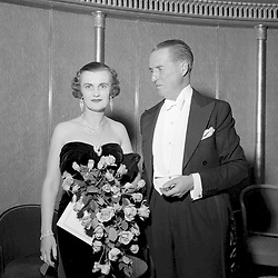 29 September 1954 - The Duke & Duchess of Argyll at a ball in London.<br /> <br /> Photo by Desmond O'Neill Features Ltd.  +44(0)1306 731608  www.donfeatures.com