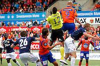 Ålesund 20110516. Aalesunds Sander Post (nr 9) i duellen med keeper Adam Larsen Kwarasey som etterhvert fører til 2-1 scoringen under eliteseriekampen i fotball mellom Aalesund og Strømsgodset på Color Line Stadion i Ålesund mandag kveld.