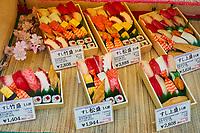 Japon, île de Honshu, Kansai, Osaka, le quartier de Shinsekai, restaurant de sushi // Japon, Honshu, Kansai, Osaka, sushi restaurant