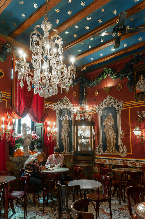 Espagne, Valence, vieille-ville, Café de Las hora // Spain, Valencia, old town, Cafe de Las Horas