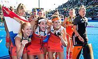 LONDEN - Margot Van Geffen (Ned), Eva de Goede (Ned) , Carlien Dirkse van den Heuvel (Ned) , keeper Anne Veenendaal (Ned)   na het winnen van  de finale Nederland-Ierland (6-0) bij  wereldkampioenschap hockey voor vrouwen.  . COPYRIGHT  KOEN SUYK