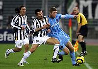 TURIN - TURIJN (ITALIE - ITALIA) - STADIO DELLE ALPI 22/11/2005  <br /> SPORT / FOOTBALL / VOETBAL / CHAMPIONS LEAGUE  / LIGUE DES CHAMPIONS / JUVENTUS FC - CLUB BRUGGE / <br /> GIANLUCA ZAMBROTTA - GERT VERHEYEN<br />  / PICTURE BY   ERIC LALMAND  <br /> ©Digitalsport