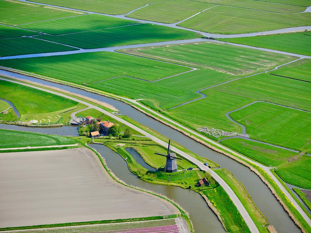 Nederland, Noord-Holland, gemeente Alkmaar; 07-05-2021; Gemaal Beatrix en gelijknamige molen, Schermer, Polder B. Schermerringvaart, rechts Polder Mijzen.<br /> Beatrix pumping station and mill of the same name, Schermer, Polder B. Schermerringvaart, right Polder Mijzen.<br /> <br /> luchtfoto (toeslag op standaard tarieven);<br /> aerial photo (additional fee required)<br /> copyright © 2021 foto/photo Siebe Swart