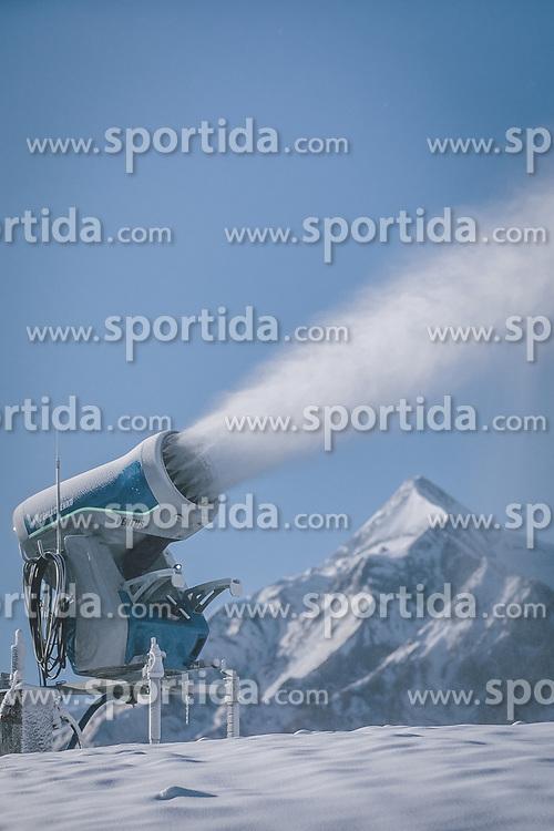 THEMENBILD - eine Schneekanone bei der Beschneiung der Skipiste am Maiskogel, im Hintergrund das Skigebiet Kitzsteinhorn, aufgenommen am 26. November 2020 in Kaprun, Österreich // a snow cannon making snow on the Maiskogel ski slope with the Kitzsteinhorn ski area in the background, Kaprun, Austria on 2020/11/26. EXPA Pictures © 2020, PhotoCredit: EXPA/ JFK