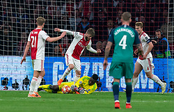08-05-2019 NED: Semi Final Champions League AFC Ajax - Tottenham Hotspur, Amsterdam<br /> After a dramatic ending, Ajax has not been able to reach the final of the Champions League. In the final second Tottenham Hotspur scored 3-2 / Andre Onana #24 of Ajax saves, Lasse Schone #20 of Ajax, Frenkie de Jong #21 of Ajax, Matthijs de Ligt #4 of Ajax