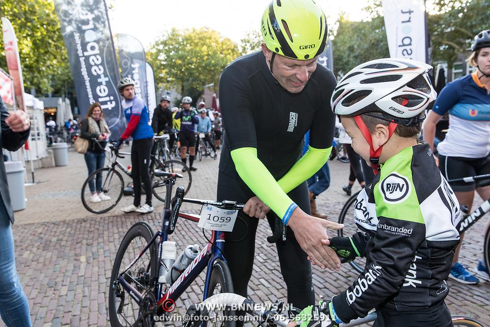 NLD/Amersfoort/20180929 - Bn-er fietsen de Zuiderzee Klassieker 2018, Gert Jacobs en Mart Karens de jongste 7 jarige deelnemer