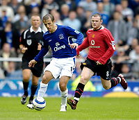 Fotball<br /> England 2005/2006<br /> Foto: SBI/Digitalsport<br /> NORWAY ONLY<br /> <br /> FA Barclays Premiership<br /> Everton v Manchester United<br /> 13th August, 2005<br /> Club swap players, Everton's Phil Neville (L) and Manchester United's Wayne Rooney