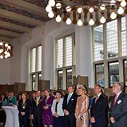 Koning en koningin bezoeken Noordrijn-Westfalen. <br /> Koning Willem Alexander en Koningin Maxima brengen een bezoek aan het Zentrum Niederlande-Studien<br /> <br /> King and Queen visit North Rhine-Westphalia.<br /> King Willem Alexander and Queen Maxima  visit the Zentrum Niederlande-Studien<br /> <br /> Op de foto / On the photo:  <br /> <br />  Koning Willem Alexander en Koningin Maxima in het Zentrum Niederlande-Studien<br /> <br /> King Willem Alexander and Queen Maxima in the Zentrum Niederlande-Studien