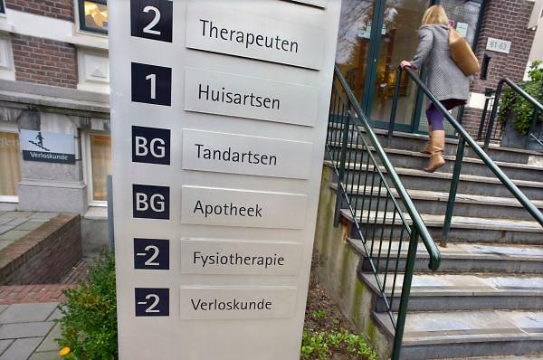 Nederland, Nijmegen, 7-1-2013Een medisch centrum in de wijk Nijmegen-oost biedt verschillende disciplines aan binnen de eerstelijnszorg.Foto: Flip Franssen