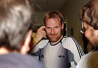 Fotball treningskamp Trondheim, Rosenborg - Sundsvall 7-0<br /> Erik Hoftun forteller pressen om tilbudet fra Bodø/Glimt<br /> Foto: Carl-Erik Erikson, Digitalsport
