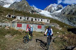 16-09-2017 FRA: BvdGF Tour du Mont Blanc day 7, Beaufort<br /> De laatste etappe waar we starten eindigen we ook weer na een prachtige route langs de Mt. Blanc / Nicole, Marcos