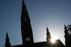 THEMENBILD - Wiener Rathausplatz mit Rathaus. Das Rathaus ist der Sitz des Bürgermeisters und Landeshauptmanns von Wien. Aufgenommen am 14.06.2017 in Wien, Österreich // Cityhall of Vienna. The Cityhall of Vienna serves the seat of mayor and city council of vienna. Austria on 2017/06/14. EXPA Pictures © 2017, PhotoCredit: EXPA/ Michael Gruber